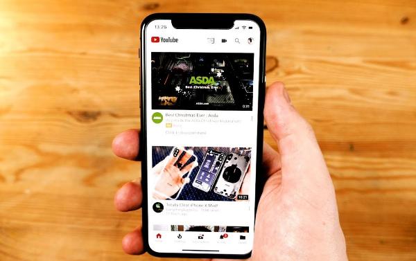 iphone bi mat tieng khi xem youtube do dau