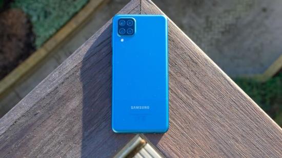 Samsung A12 có cảm biến la bàn không?